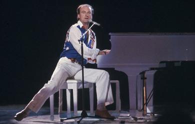 Peter Allen at the Sydney Entertainment Centre, 1983