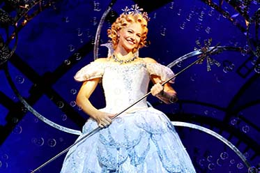 Suzie Mathers as Glinda in WICKED (c) Maye Wong