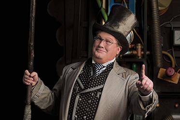 Wicked_Simon Gallaher as The Wizard (c) Stephen Reinhardt