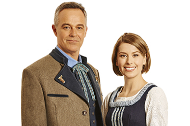 Cameron Daddo and Amy Lehpamer in The Sound of Music_photo by Brian Geach