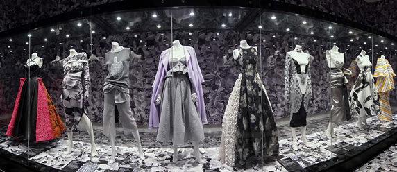 Bendigo Art Gallery Maticevski Dark Wonderland Orchid Room