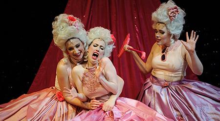 three-birds-theatre-ladycake-photo-by-sarah-walker
