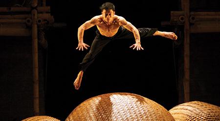 PIAF Nouveau Cirque du Vietnam A O Lang Pho