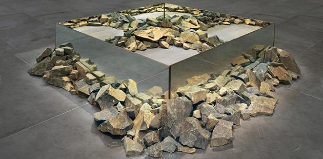 MUMA Robert Smithson, Rocks and Mirror Square II, 1971