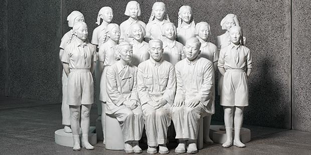 Chen Yanyin, Young Pioneers of Communist China, 2010, bronze, paint - courtesy of White Rabbit Gallery