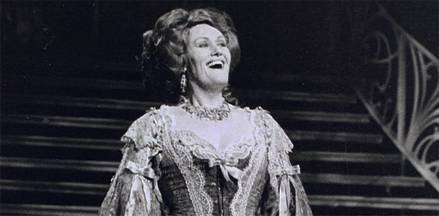Dame Joan Sutherland in The Merry Widow (1988) - photo by William Moseley / Opera Australia Archives