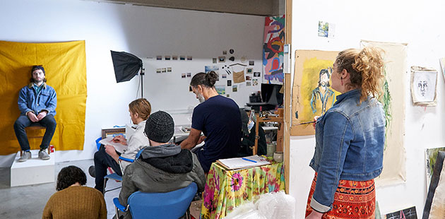 SALA-Life-Drawing-Tour-with-artist-Andrew-Clarke-2019-photo-by-Sam-Roberts