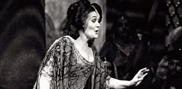 Joan-Sutherland-in-the-title-role-of-Lakmé-The-Australian-Opera-1976-Photograph-by-William-Moseley-Courtesy-of-Opera-Australia-Archives
