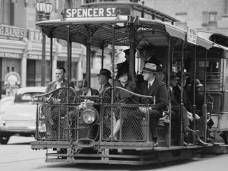 TC-Melbourne-office-commuters-circa-1940