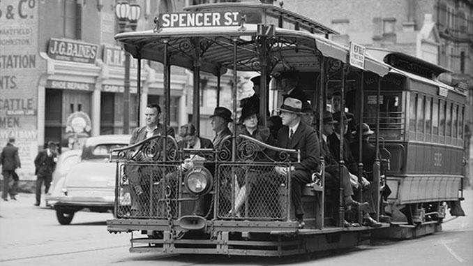 TC-Melbourne-office-commuters-circa-1940