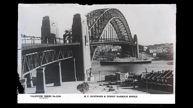 M.V.-Duntroon-&-Sydney-Harbour-Bridge-Rose-Stereograph-Company-collection